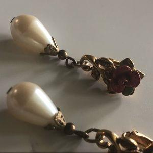 Jewelry - Victorian clip on earrings